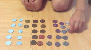 お金の種類を教える